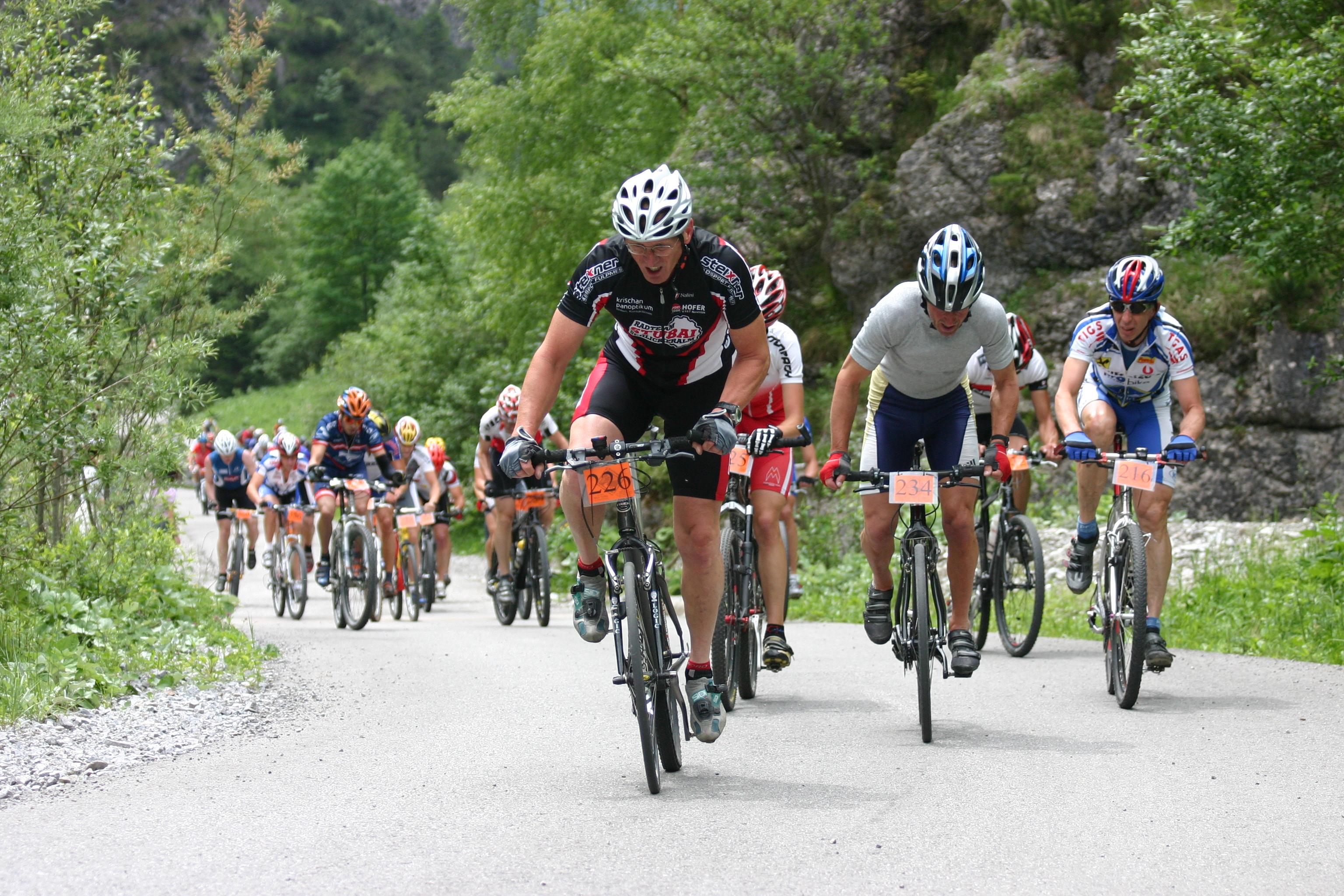 Halltal Express - Mountainbiker am Bettelwurfeck