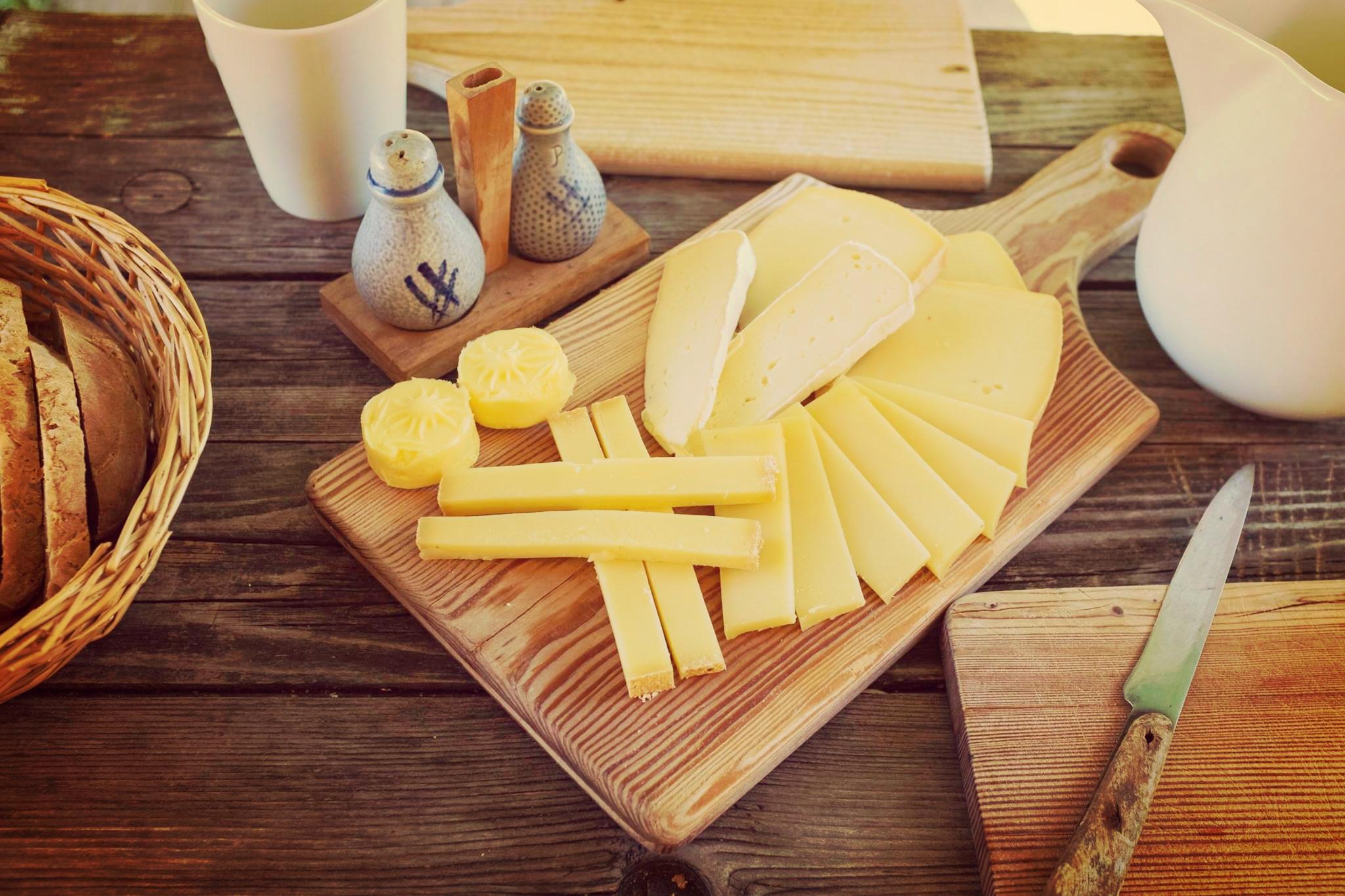 Jause mit Käse von der Alm Tirol